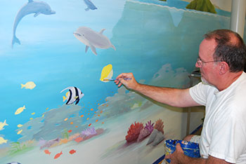 Kent Peterson at work on the mural © UC Regents