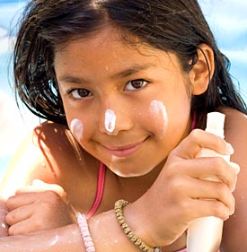 girl using sun screen