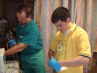 Photo of volunteering assisting in hospital © 2009 UC Regents