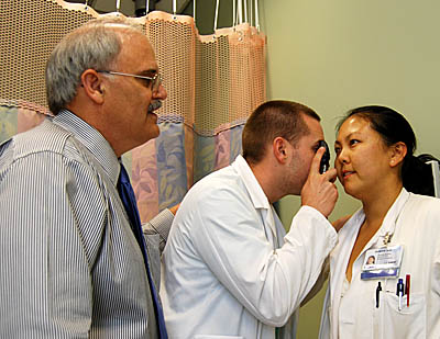 Photo of Dr. Sousa with medical students © 2009 UC Regents