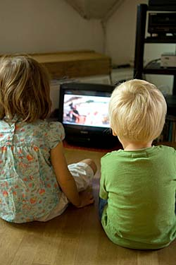 Children watching TV © iStockphoto