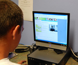 Teen member accessing HealthShack Web site © UC Regents