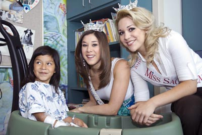 Photo of patient with Miss California and Miss Sacramento County © UC Regents