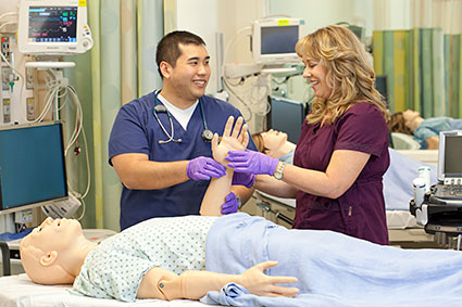 Two nurses training in the UC Davis Center for Virtual Care © UC Regents