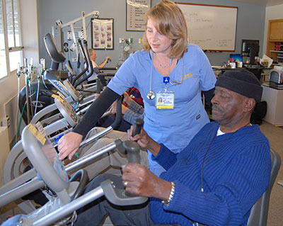 Pulmonary rehab specialist with patient © UC Regents