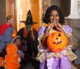 Children in costume © iStockphoto