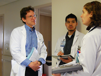Dr. Richard Kravitz on hospital rounds with two medical students © UC Regents