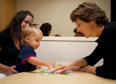 Laurissa Stuart observes son Cooper with study author Sally Ozonoff © UC Regents