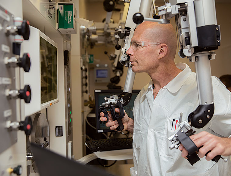 Post-doctoral researcher Sven Hausner using imaging equipment