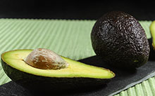 Fresh-ripe-organic-avocado-on-green-and-black-background